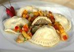Pierogi z mięsem i sosem paprykowo-czosnkowym